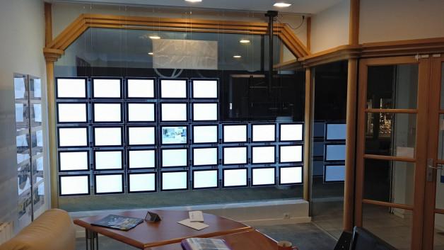 Positionnement des cadres lumineux led en vitrine